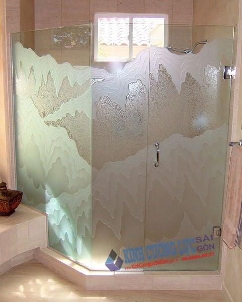Mẫu phòng tắm vách kính hoa văn