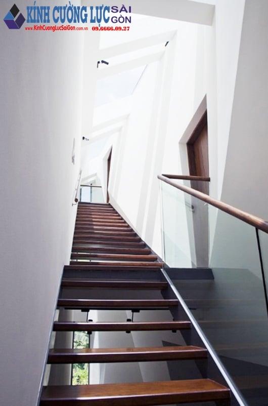 Hệ thống cầu thang kính